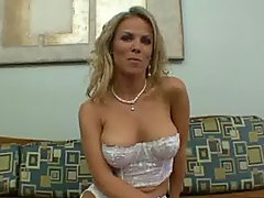 Hot Mommy Kayla Synz