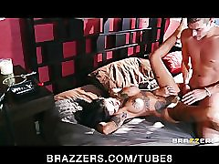 Flexible tattooed punk girl Bonnie Rotten loves roughsex