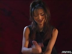 Hot Japanese babe gives