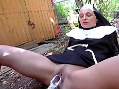 Geil auf schlucken Scene 03. Innocent looking nun is a cock hungry s..
