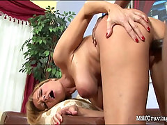 Bootylicious MILF having rough sex with a black dude. Big ass MILF g..