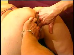 Amateur girl takes her fellaz fist