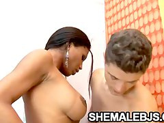 Latina shemale Andreia Oliveira giving some